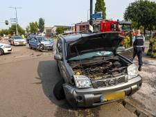 Ongeluk in Apeldoorn: vrouw naar het ziekenhuis, hond op de achterbank komt met de schrik vrij