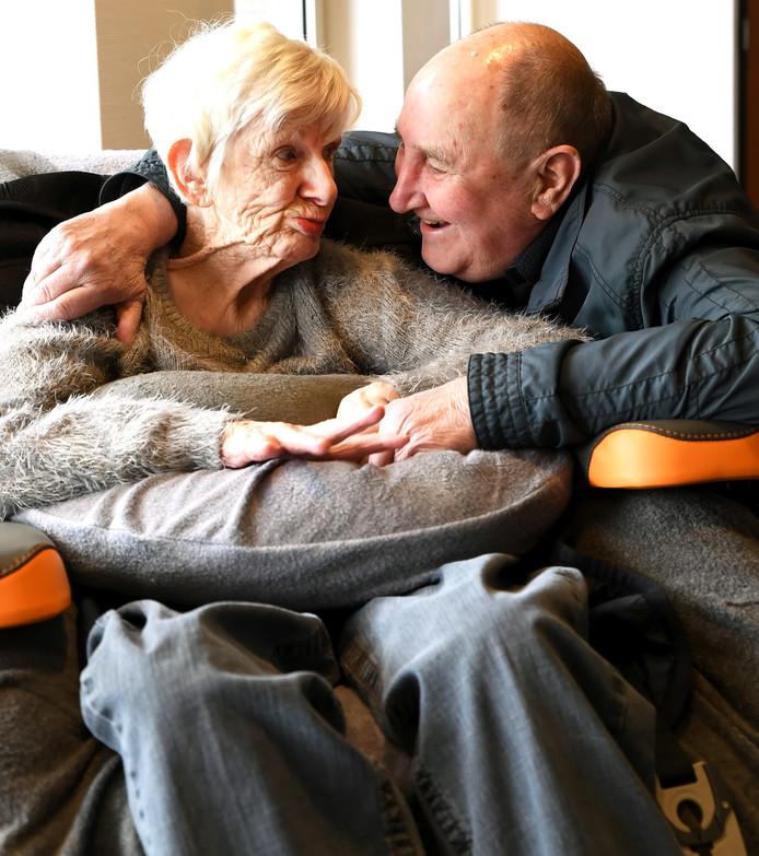 Cor en zijn echtgenote Riet in de Kloosterhoeve.