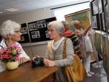 Klasgenoten zien elkaar na zestig jaar tijdens reünie lagere school Wintelre
