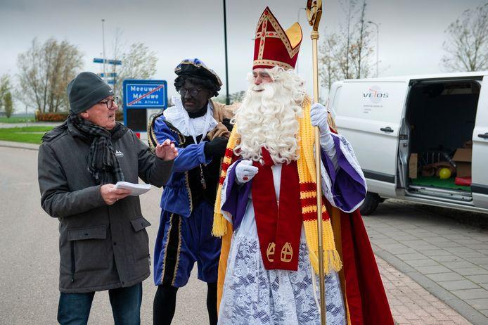 Meeuwen. Sinterklaas brengt een bezoek aan Meeuwen.