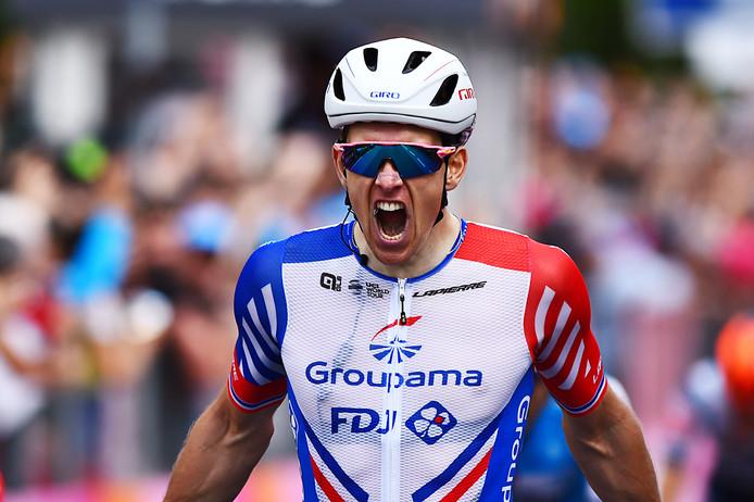Arnaud Demare viert zijn eerste dagzege in de Giro.