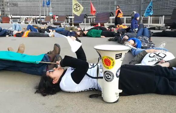Een groep milieuactivisten van de groep Extinction Rebellion Belgium heeft deze ochtend actie gevoerd in de Brusselse Wetstraat.