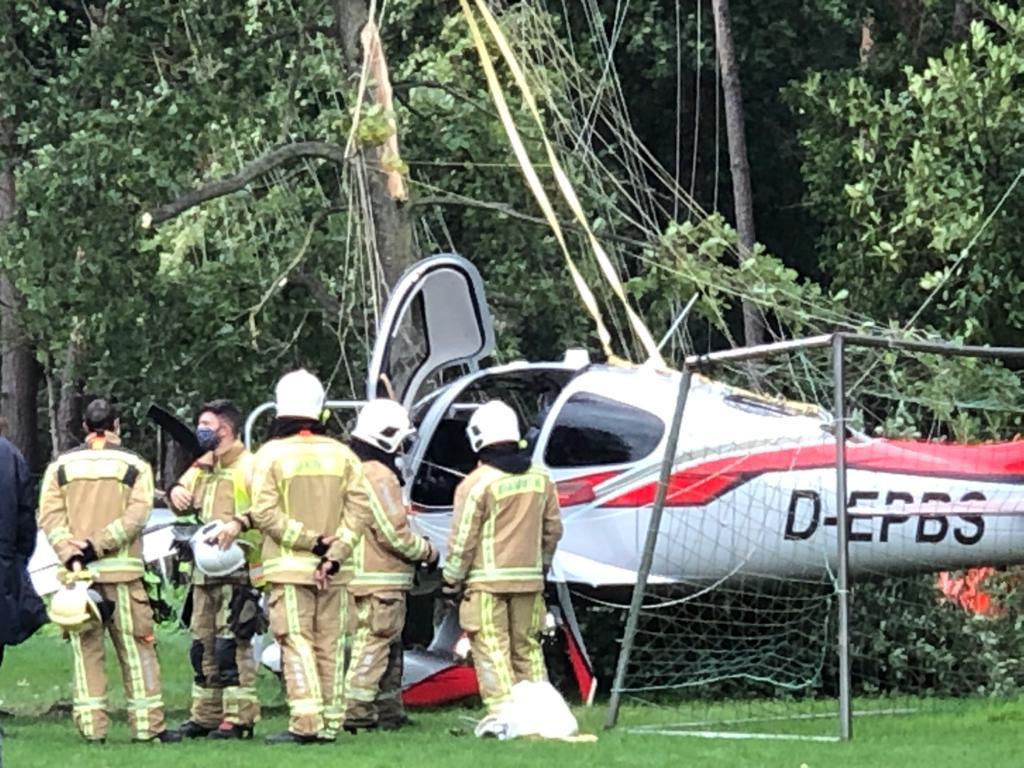 Het vliegtuigje maakte een noodlanding in een tuin in Wolfsdonk.