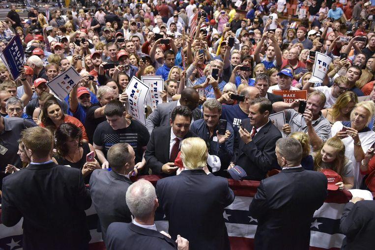 Donald Trump ziet de enorme menigtes die hij voortdurend trekt als een teken dat hij op 8 november de verkiezingen zal winnen. Beeld AFP