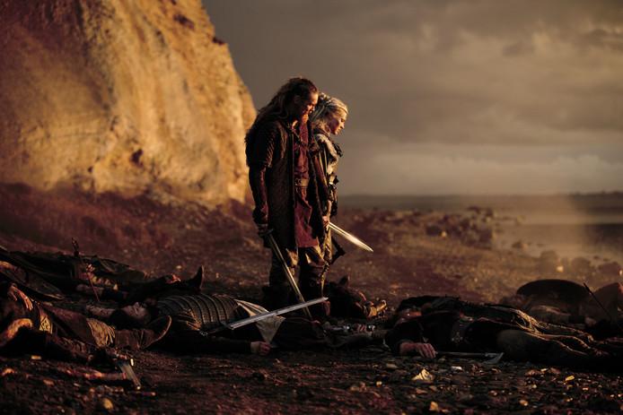 Hoofdrolspeler Gijs Naber als Redbad aan de zijde van Loes Haverkort. Ze klampen zich in de film aan elkaar vast , midden in een veld met lijken. Volgens Luit van der Tuuk wordt Redbad ten onrechte afgeschilderd als een heidense bruut.