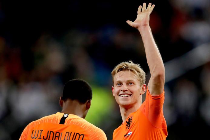 Frenkie de Jong viert zijn goal.
