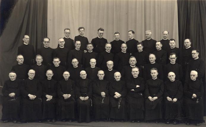 Feest ter viering van 100 jaar Broeders van Onze Lieve Vrouw van Lourdes (Broeders van Dongen) in Den Bosch, onder meer optredens van Harmonie Glorieux
