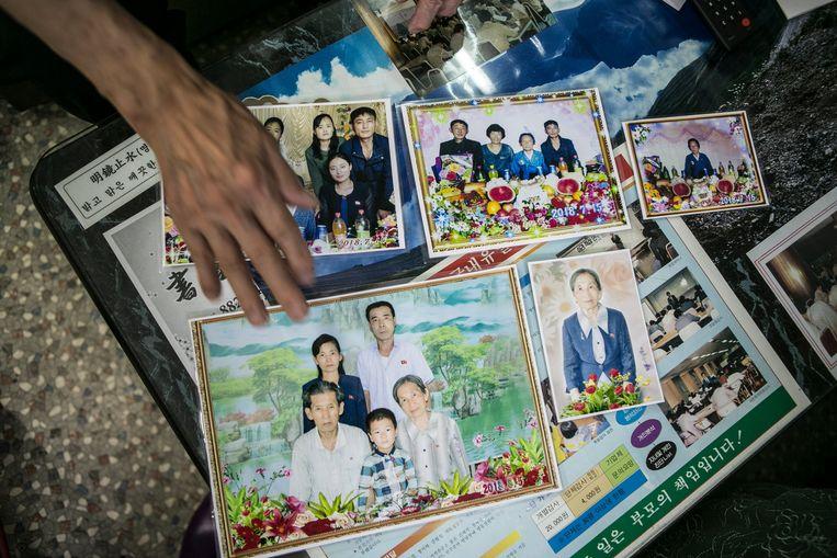 Foto's van de familie van Yoon Heung-gyu. Beeld Jean Chung