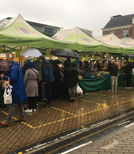Markt achter hekken en parkeergarage op slot. Nodig om totale lockdown te voorkomen, zegt Apeldoornse burgemeester Ton Heerts
