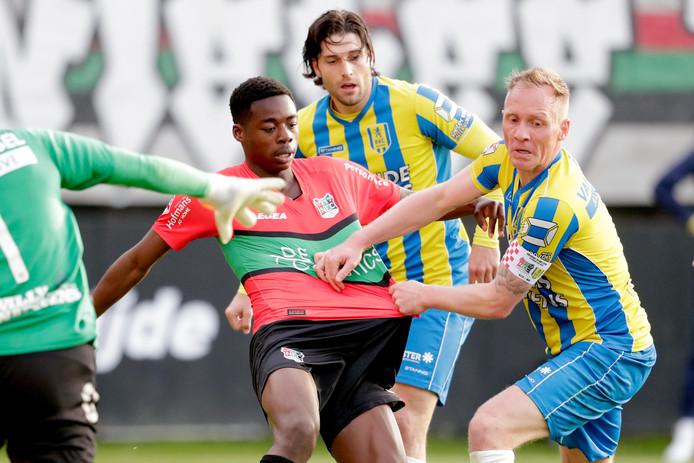 Anthony Musaba (links) maakte afgelopen seizoen zijn debuut voor NEC.