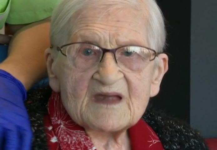 Angèle, une centenaire survivante du coronavirus.