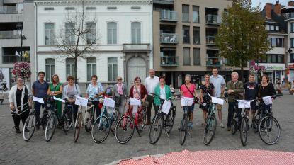 Winnaars 'Met Belgerinkel naar de Winkel' met fiets naar huis