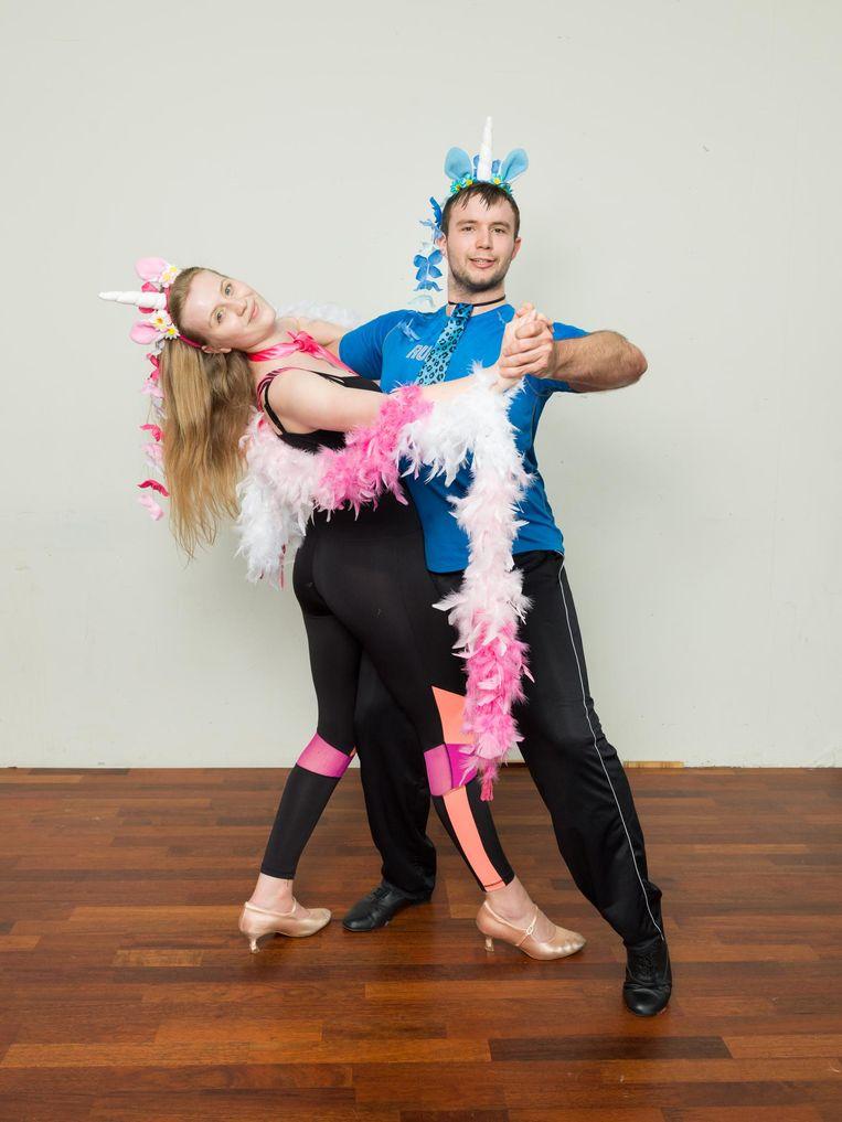 Sylvia Drijver (25) en Tom Meurs (27), beiden drie jaar lid van AmsterDance. Beeld Ivo van der Bent