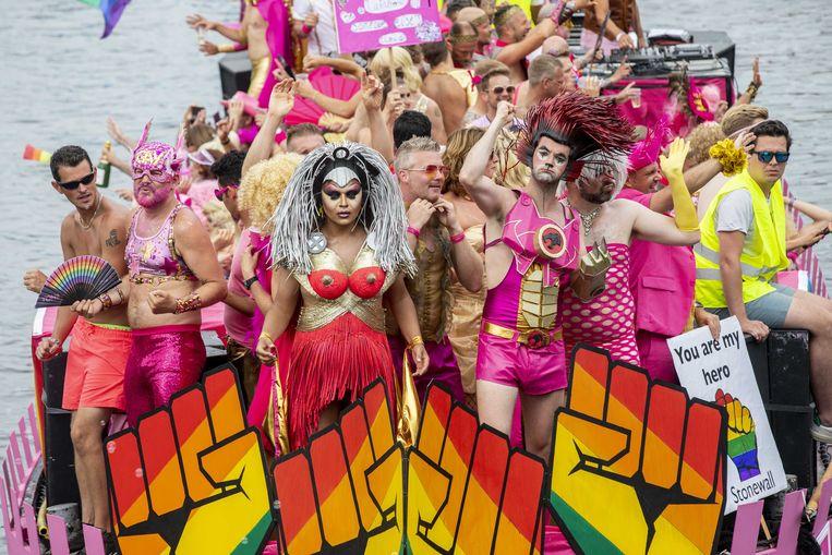 Vandaag trekt de Gay Pride door Antwerpen. En hoe gek er ook gedaan zal worden - pluimen en leren broekjes horen er óók bij - toch is de mars nodig.