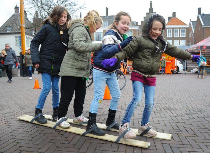 Elin, Britt, Neeltje en Lain (vlnr) tijdens de Baden Powelldag in Middelburg.