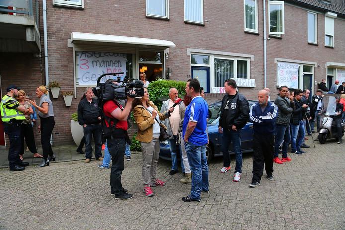 Tijdens het protest wilden de buurtbewoners met name hun verhaal doen tegenover de pers en politie.