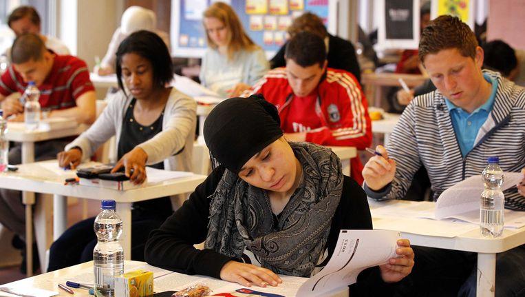 Haagse scholieren maken maken een examen. Beeld anp