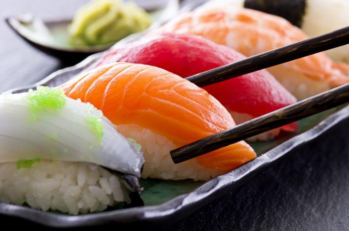 Wasabi wordt gebruikt als smaakmaker bij sushi.