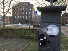 Wij komen zonder muntgeld naar Kleef, dus passen zij de parkeerautomaten aan