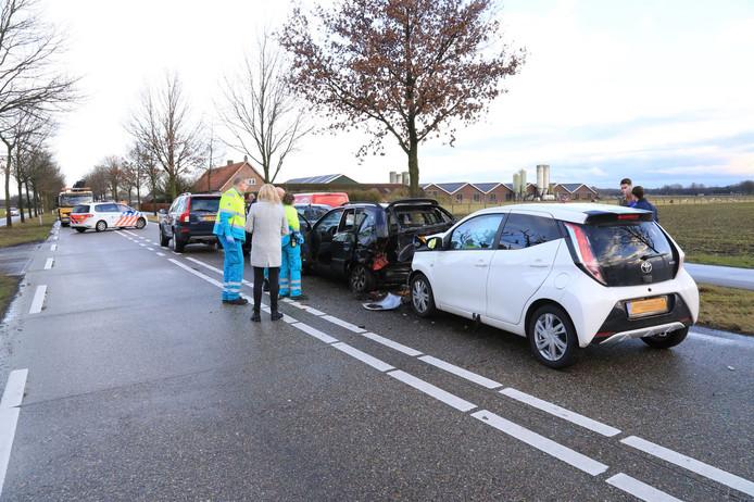 Ongeluk met 4 auto's op de Burgemeester Nooijenlaan in De Rips.