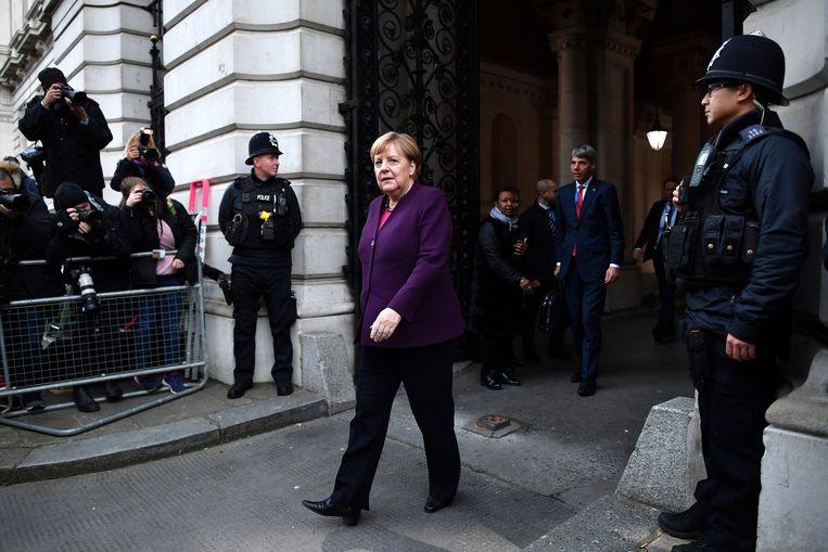 De Duitse bondskanselier Angela Merkel nabij 10 Downing Street voor een overleg met de Britse premier Boris Johnson.   Beeld Getty Images