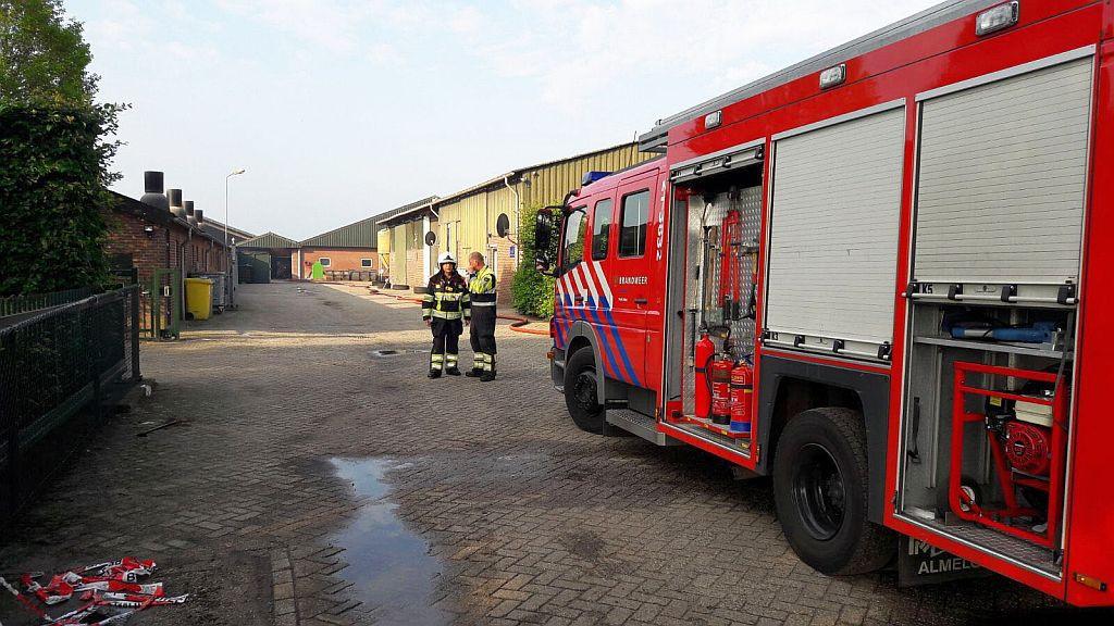 De brandweer is vrijdagmorgen nog aan het nablussen.