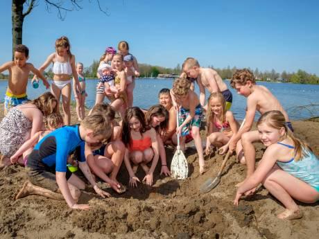 Lente! Jeugd Westmaas bij water en zand