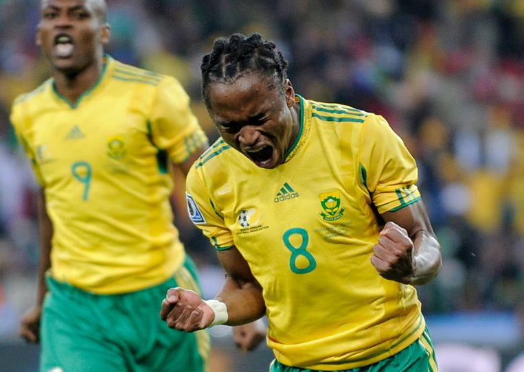 Siphiwe Tshabalala brengt zichzelf en Zuid-Afrika in extase met zijn goal in de openingswedstrijd van het WK van 2010.