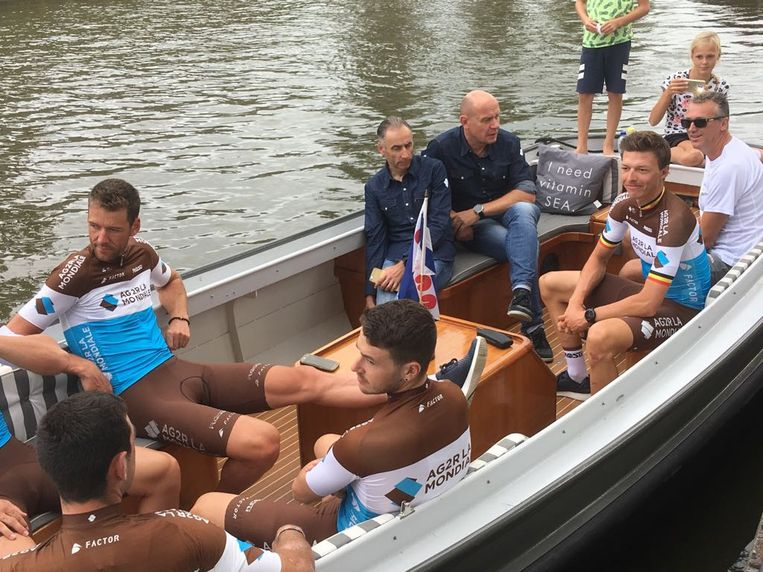 Naesen en Vandenbergh bij de ploegenvoorstelling van de Binck Bank Tour.