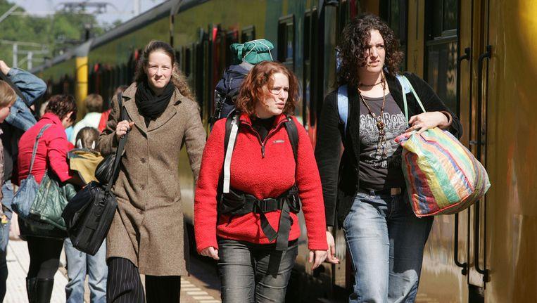 Festivalgangers op het station van Landgraaf. Beeld ANP