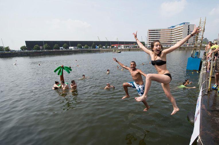 Jongeren springen de Dokken in.