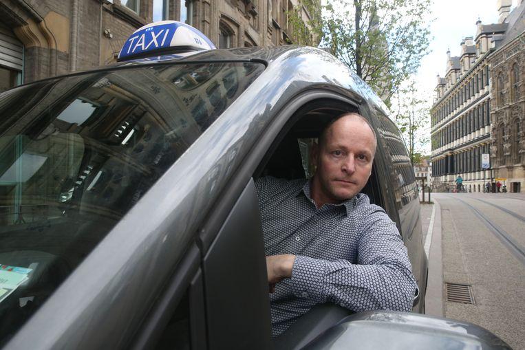 Joeri Cools wil Ben Weyts twee dagen meenemen in zijn taxi om hem op andere ideeën te brengen.