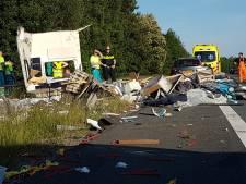 Caravan compleet verwoest bij aanrijding op A35 bij Borne