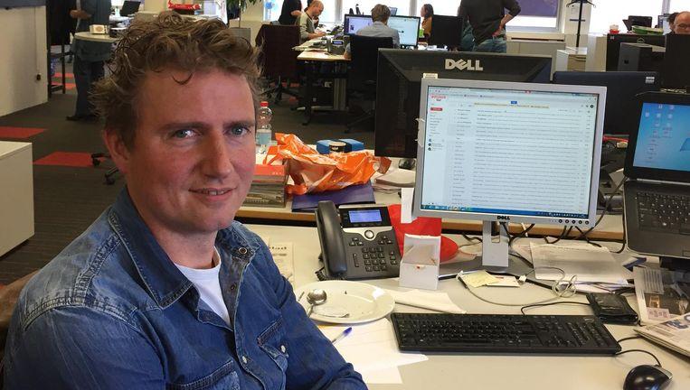 Joris Gerritsen in de newsroom van De Gelderlander. Beeld