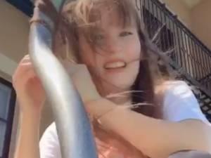 La technique improbable d'une Américaine pour se boucler les cheveux grâce à la canicule