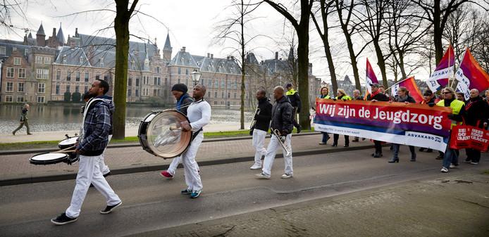 Protest in Den Haag in 2014 tegen de bezuiniging op de jeugdzorg.