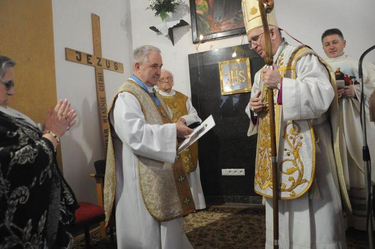 Hij ontving van de aartsbisschop een ereteken dat hij opdraagt aan pastoor Poels.
