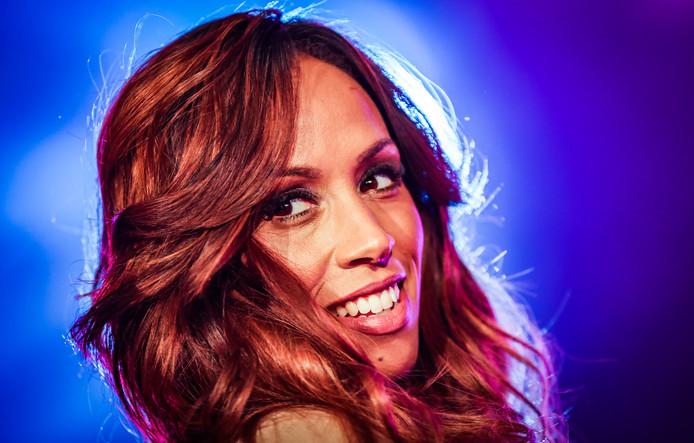 Glennis Grace lijkt allerminst op haar grote bron van inspiratie Whitney Houston, als het gaat om gezond leven. Toch heeft de 41-jarige zangeres ook een paar guilty pleasures, bekent ze in een interview met de Vlaamse Story.