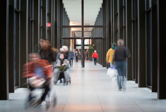 De hoofdingang van het nieuwe Amphia, kosten 225 miljoen euro, dat eind november officieel open gaat.
