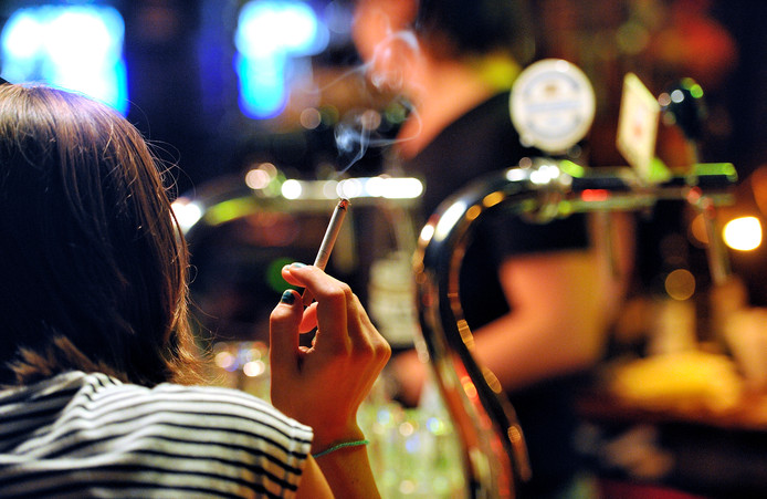 Rookruimten in de horeca zijn na 1 april niet meer toegestaan. Dat betekent meer rokers op straat. Bodegraven-Reeuwijk denkt nu aan een nachtelijk rookverbod.