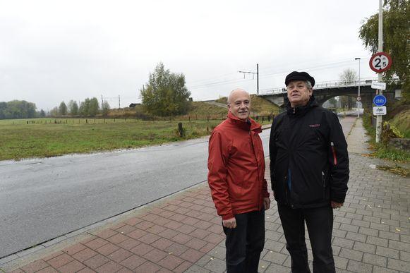 Fons Ivens en Philippe Deleu van Buurtcomité Oude Landen Spoor Ekeren.