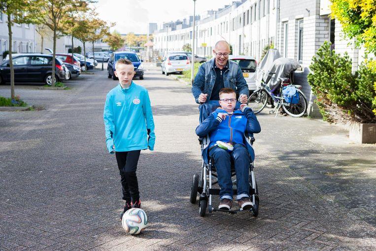 Willem Vissers met zijn zonen. Beeld null