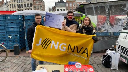 Jong N-VA Lier zamelt 400 euro in voor Rode Neuzen Dag