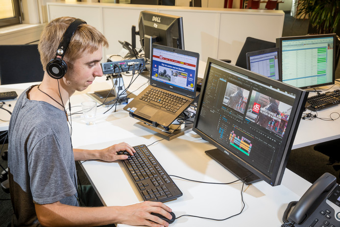 Video-editor Luuk Wolters bewerkt beelden die diezelfde dag in Kampen zijn gemaakt.