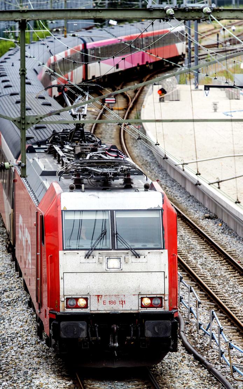 De gewraakte Traxx-locomotief op de foto uit 2013 toen nog met een Fyra-trein.