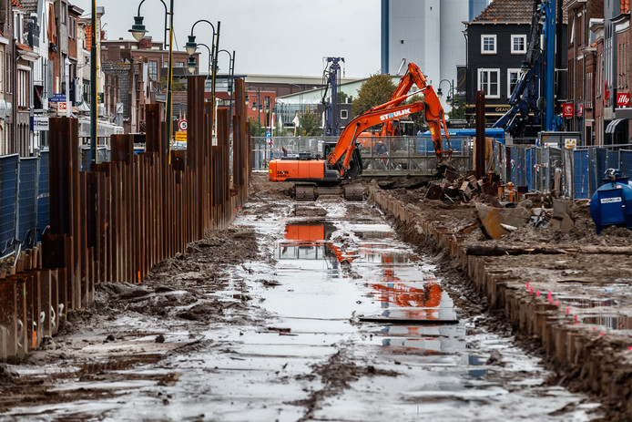 Het lijkt wel of het water al is teruggekeerd in de haven van Zevenbergen.