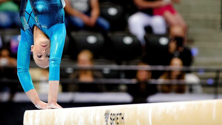 Sanne Wevers op het onderdeel balk tijdens Fantastic Gymnastics, het NK turnen in Ahoy. Beeld anp