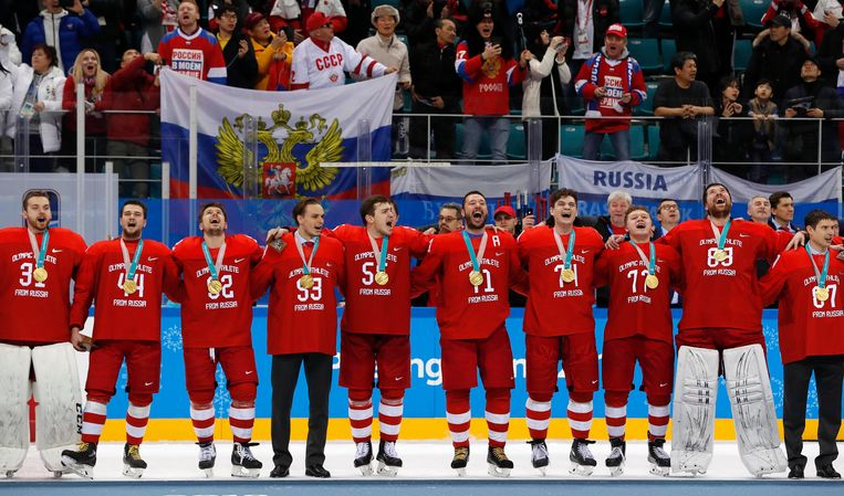 De Russische ijshockeyers die goud wonnen in Pyeongchang mochten niet meedoen namens Rusland. Ze werden daarom 'atleten uit Rusland' genoemd. Beeld REUTERS