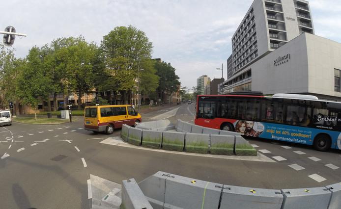 Vanaf de kruising met de Ten Hagestraat en Kanaalstraat is de Vestdijk in Eindhoven vanaf maandag 3 september afgesloten vanwege de herinrichting