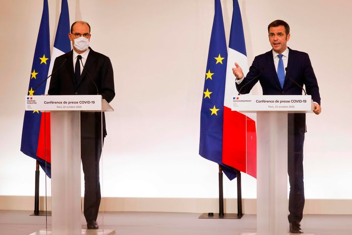 Jean Castex (links) naast de Franse minister van Volksgezondheid Olivier Veran.